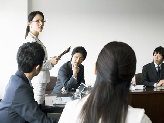 女性社員を戦力化する研修プログラムと事例