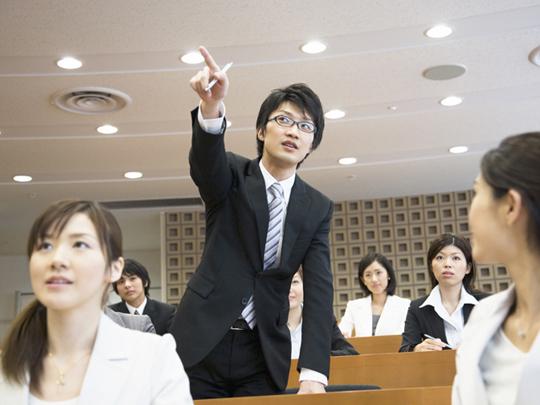 企業内研修とプロ講師の役割